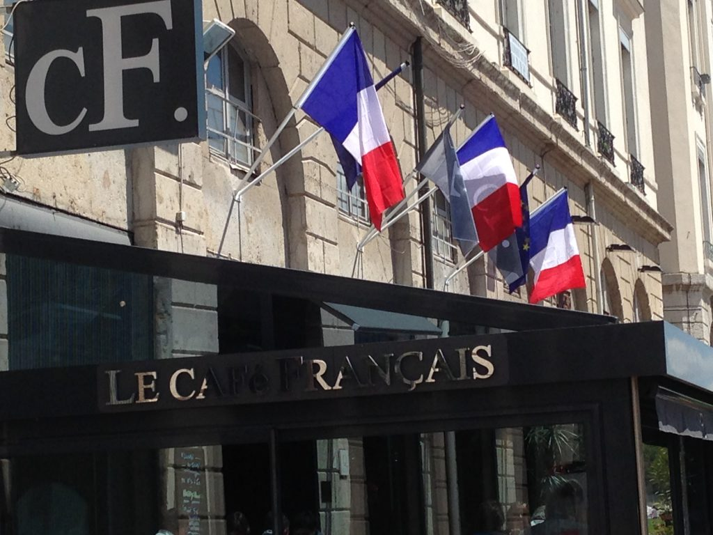 les-amis-de-la-place-antonin-poncet-le-cafe-francais